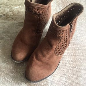 SZ 6 Brown Ankle Perforated Boots
